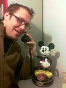 Horst Thieme mit Mickey Mouse Telefon